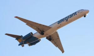https://upload.wikimedia.org/wikipedia/commons/f/f7/Allegiant_Air_-_McDonnell_Douglas_MD-83_-_AAY4743.jpg