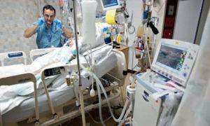 https://upload.wikimedia.org/wikipedia/commons/a/a7/Respiratory_therapist.jpg