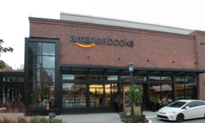 https://upload.wikimedia.org/wikipedia/commons/2/2a/Amazon_Books_at_U_Village,_Seattle_(22955160585).jpg